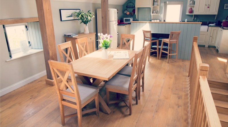 Oak-Dinning-Table
