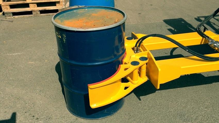 forklift with drum grabber