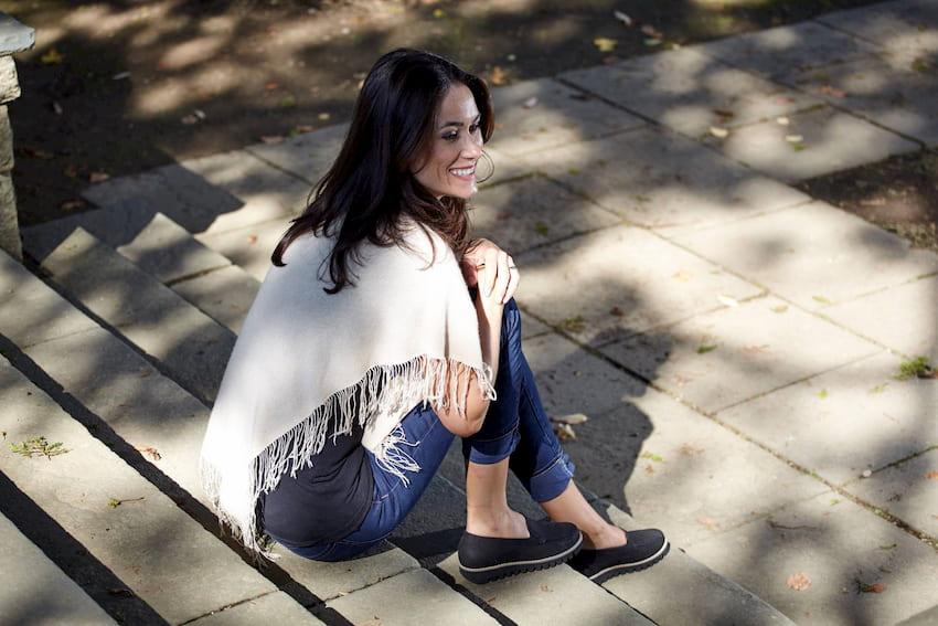 woman wearing waldlaufer shoes