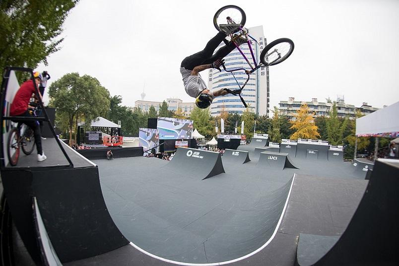 bmx-skatepark-riding