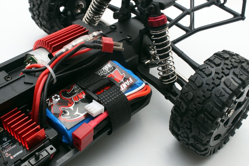 close up picture of rc vehicle power source