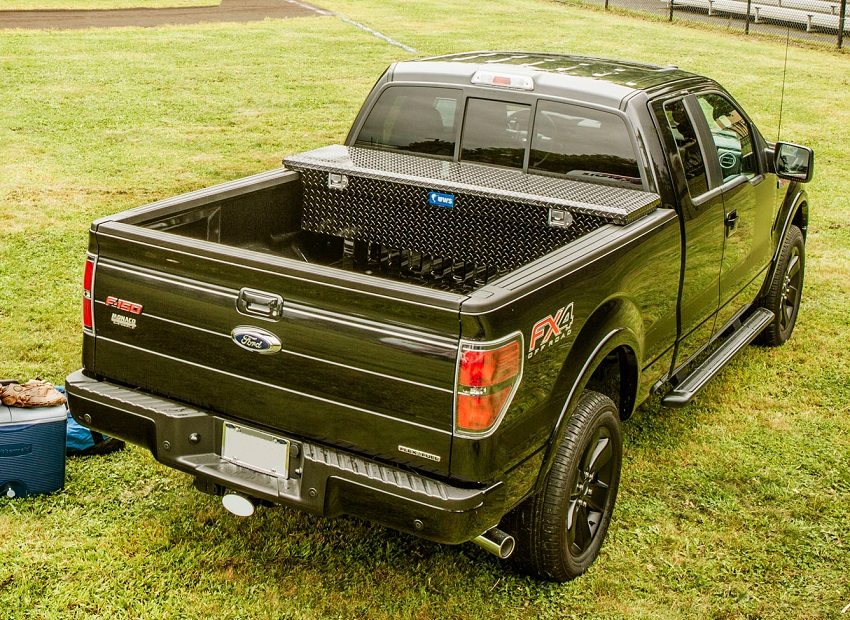picture of an ute on the grass with aluminium tool box