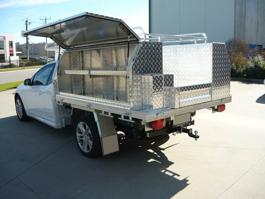 picture of ute with aluminium toolbox organized on a parking